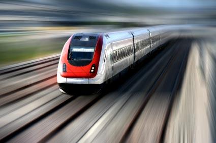 fahrender Zug zur Verdeutlichung von Verkehrslärm
