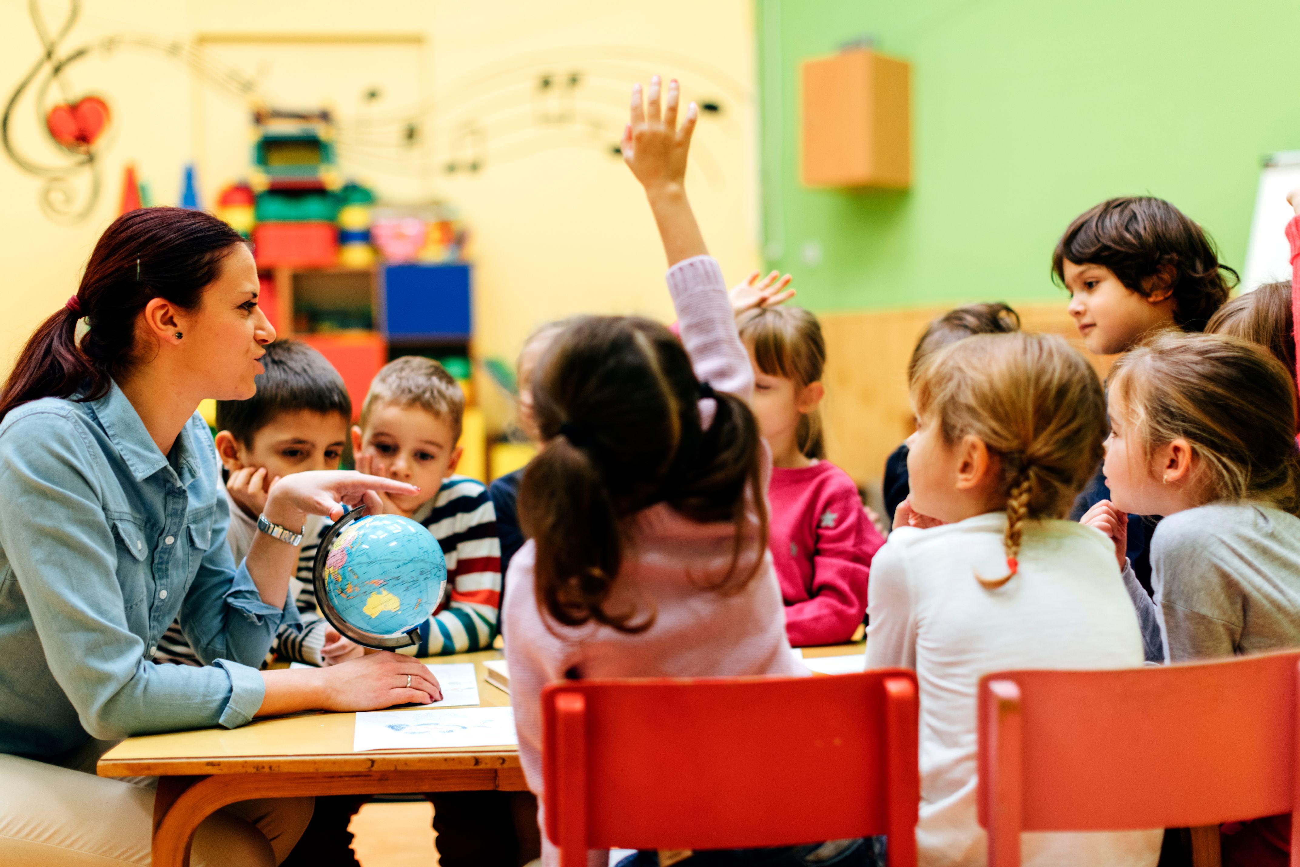Grundschulschüler beim Lernen